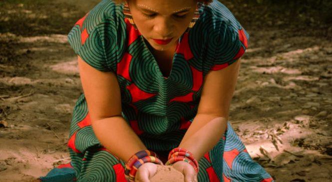 Em novo álbum, Mel Nascimento canta e esbanja 'Força de Mulher'