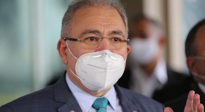 Tratado como um banana qualquer, o 'tal de Queiroga' já analisa o fim das máscaras no País