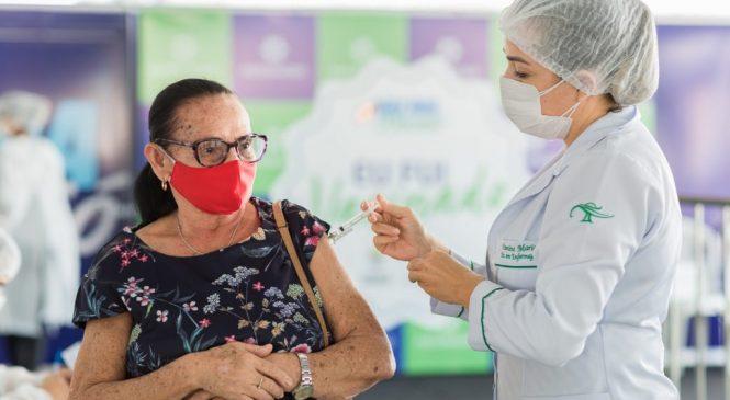 Maceió anuncia calendário para vacinar idosos de 71, 70, 69 e 68 anos