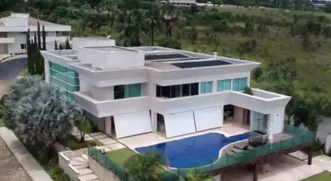 De onde veio o dinheiro para Flávio Bolsonaro comprar mansão de R$ 6 milhões?
