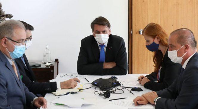 Bolsonaro conversa com Putin sobre importação da vacina Sputnik V