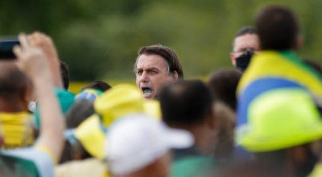 """Bolsonaro ameaça porrada em """"senador bosta"""" de um congresso omisso"""