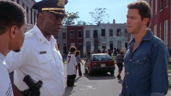 Cidade de Baltimore termina a guerra contra as drogas seguindo o roteiro de The Wire