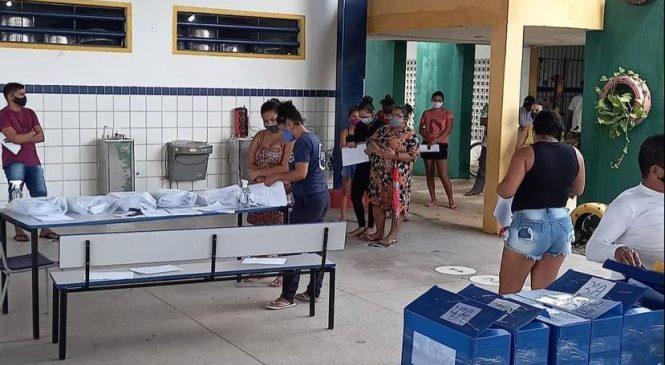 Escolas municipais de Maceió entregam materiais impressos para reforçar ensino em casa
