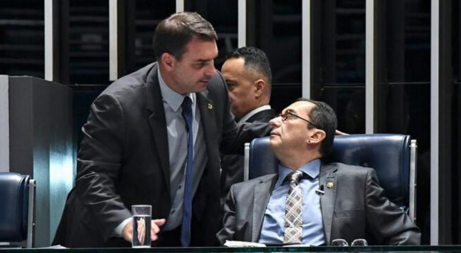 Vazamento sai pela culatra e Flávio Bolsonaro entra no conselho de ética contra Kajuru