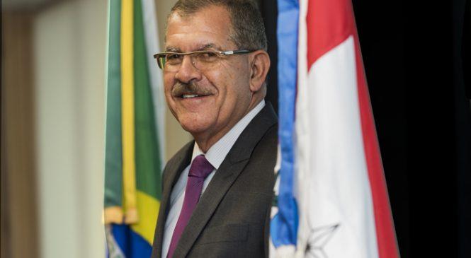 Flávio Bolsonaro quer o alagoano Humberto Martins no STF em julho