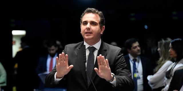 Presidente do Senado vai devolver MP de Bolsonaro que dissemina fakes news