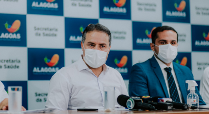 Renan Filho critica Queiroga e adianta que vacinação de adolescentes deve retornar