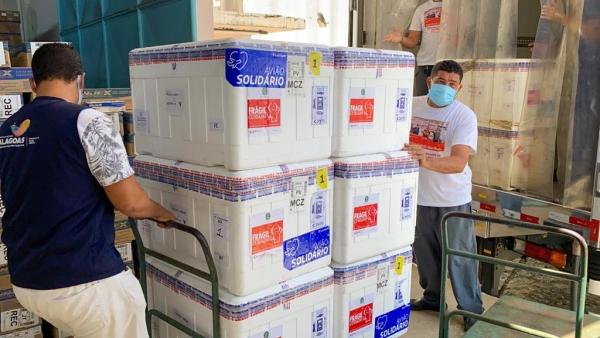 Mais 4.600 doses de CoronaVac chegam a Alagoas para a 2ª dose que foi interrompida