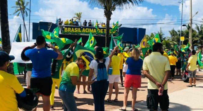 """Ao som de """"eu te amo meu Brasil"""", Bolsonaristas fazem carreata neste 1º de maio"""