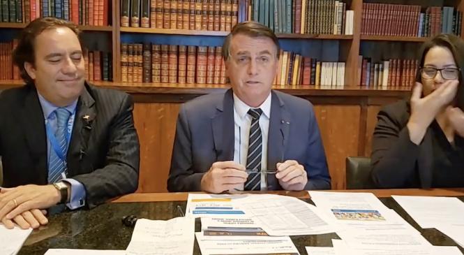 Bolsonaro ameaça em live: 'não vai ter eleição em 2022'