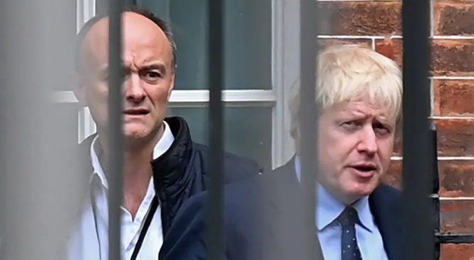 """Boris Johnson queria se infectar com covid-19 ao vivo para mostrar que """"doença não era grave"""""""