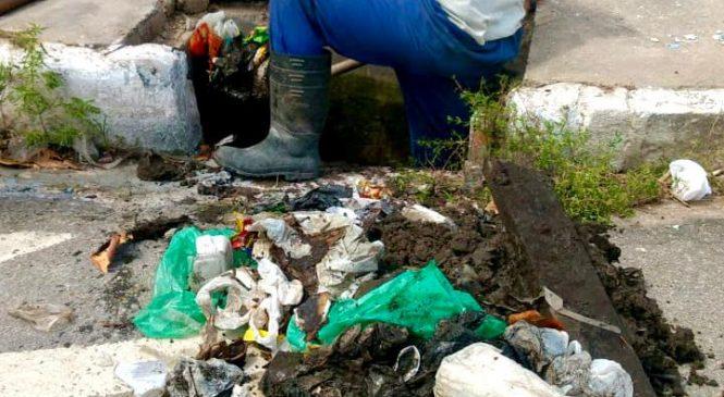 Infraestrutura retira 4 toneladas de resíduos durante limpeza de galerias de Maceió