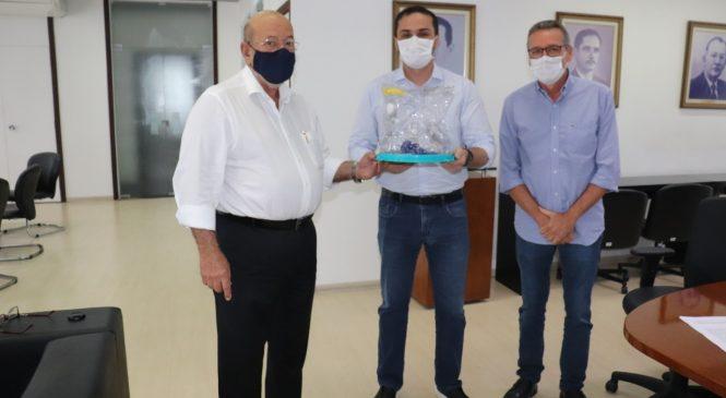 Fiea ajuda no combate à Covid-19 com doação de capacete respiratório