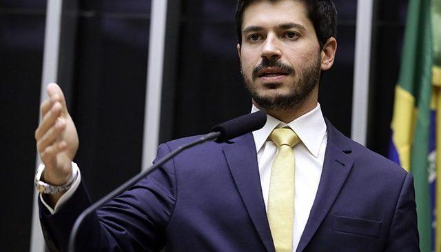 Deputado Júnior Bozzella diz que foi ameaçado de morte por Eduardo Bolsonaro
