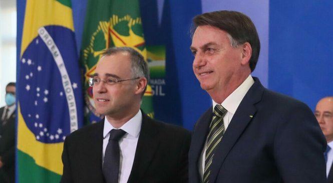 'Terrivelmente evangélico': Bolsonaro confirma André Mendonça para o STF
