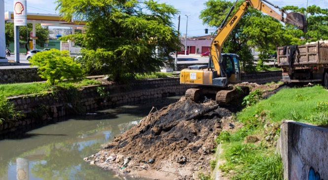Prefeitura de Maceió retira 2.800 toneladas de resíduos do Riacho Salgadinho