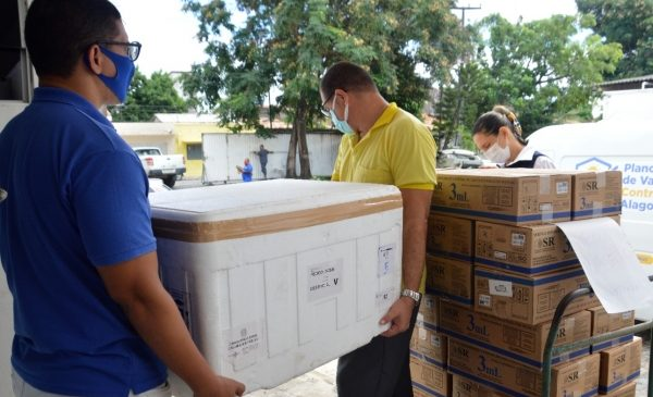 Sesau distribuiu 36.650 doses da CoronaVac e AstraZeneca
