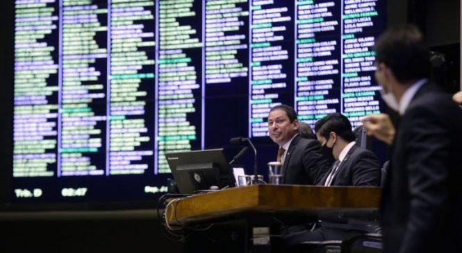 Congresso derruba vetos culturais, sobre auxílio emergencial, internet para alunos e de licitações