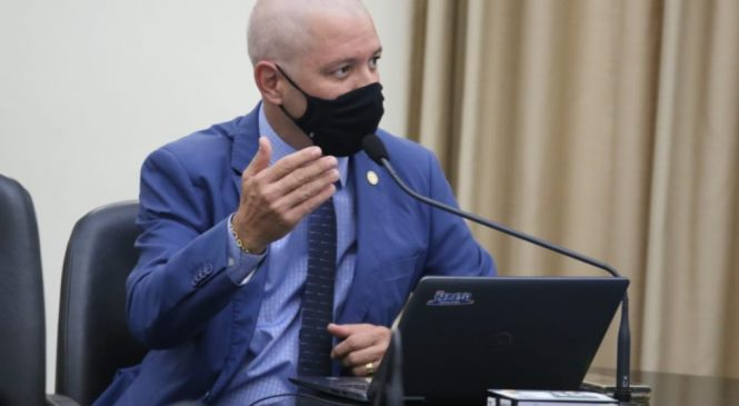 Deputado bolsonarista chama governador de Renóquio