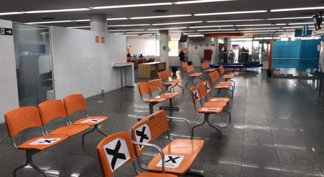 """Procon Maceió realiza """"operação fila de banco"""" no Centro"""