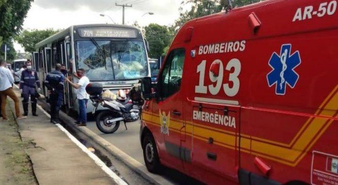 Nove pessoas em colisões de ônibus na Av. Fernandes Lima