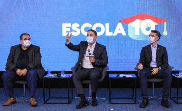 Renan Filho anuncia retirada do desconto previdenciário de aposentados da Educação