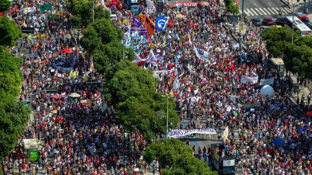 """JN responde Bolsonaro, que ironizou manifestações da esquerda com """"pouca gente"""" por falta de maconha"""