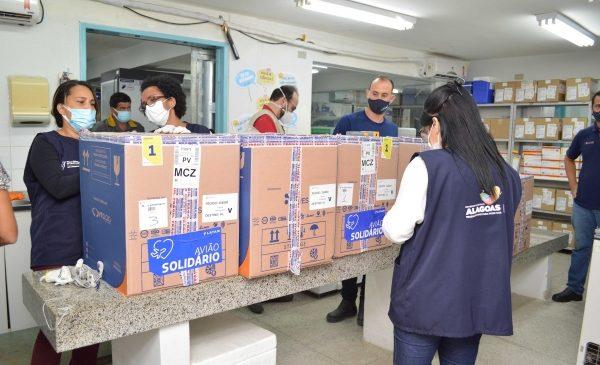 Alagoas recebe 15 mil doses da Pfizer