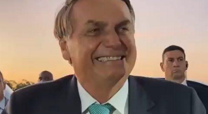 Bolsonaro chama apresentadora da CNN Brasil de 'quadrúpede'
