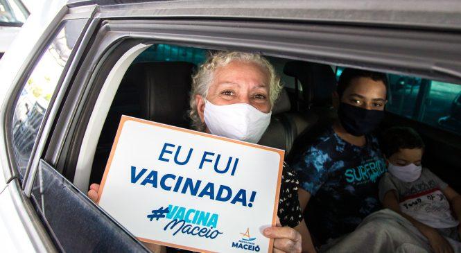 Prefeitura vacina hoje os maceioenses de 56 e 55 anos