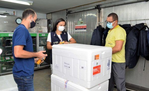 Alagoas recebe 97.110 doses de vacinas contra a Covid-19