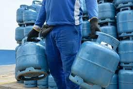 Preço do gás de cozinha vira problema social para a pobreza no País