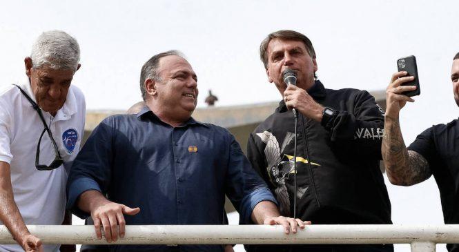 Bolsonaro matou brasileiros ao recusar doses da Pfizer a até mesmo por metade do preço