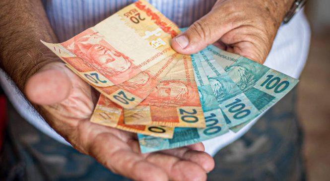 Renda média do País cai para menos de R$ 1 mil e inflação e a miséria galopam em meio ao caos