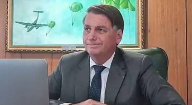 Bolsonaro peida em entrevista ao vivo à rádio da Paraíba