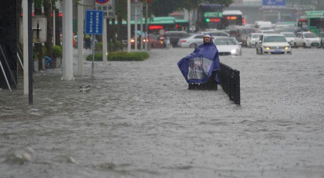 Equivalente a um ano em 4 dias: China sofre a pior chuva dos últimos mil anos