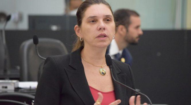 Live Por Elas: A entrevistada desta quinta é a deputada Jó Pereira e o tema é a volta às aulas presenciais