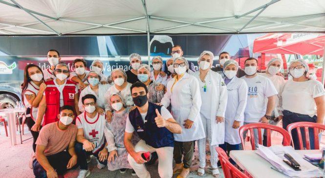 Após imunizar 12.317 pessoas, Ônibus da Vacina encerra permanência em Maceió
