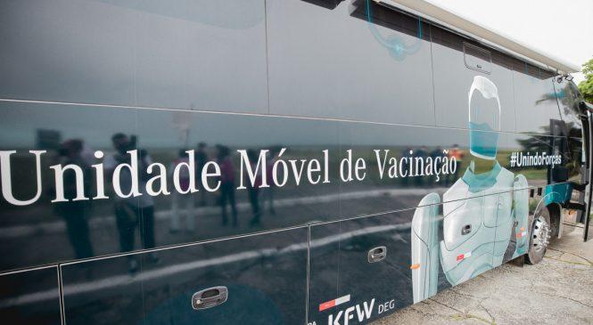 Ônibus da vacina está hoje na orla da Pajuçara para imunizar maceioenses com 40 anos