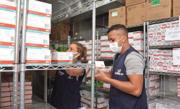 Alagoas recebe nesta semana mais de 135 mil doses da AstraZeneca, Coronavac e Pfizer