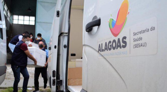 Alagoas recebe 135 mil doses de vacinas e governo inicia distribuição aos municípios