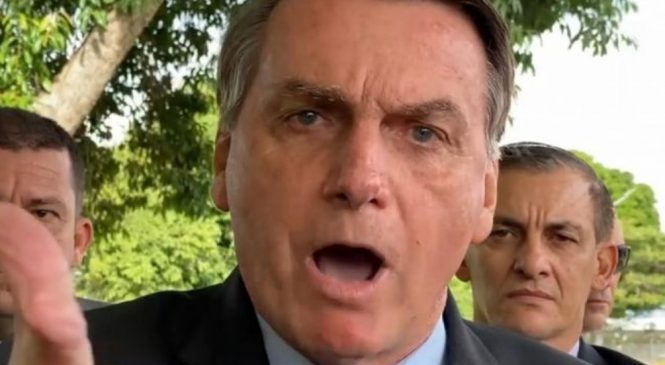 Vídeo: Bolsonaro diz que solução para crise é comprar fuzil e não que 'idiota' falando de feijão
