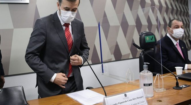 Auditor do TCU nega conhecer Bolsonaro e culpa o pai por compartilhar estudo falso