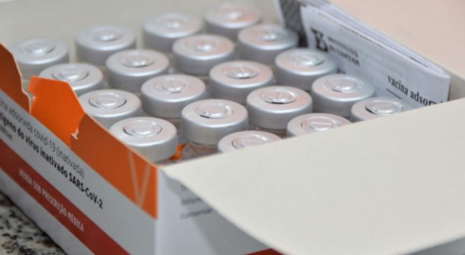 Alagoas recebe hoje mais de 108 mil doses de imunizantes Contra a covid-19