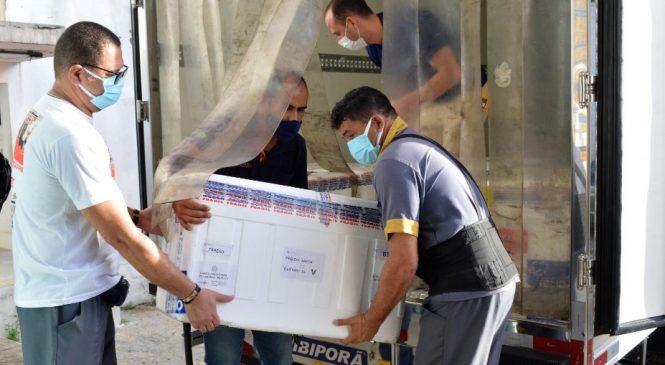 Alagoas recebe mais de 125 mil doses de imunizantes contra a Covid-19