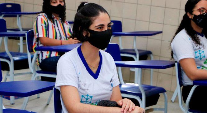 Socioeducandos de AL retornam às aulas presenciais com vacinação de adolescentes e professores