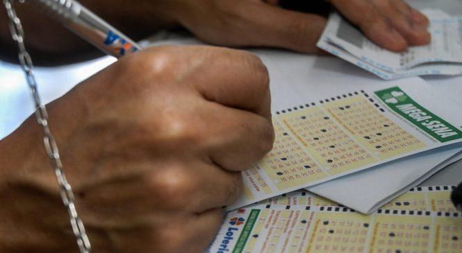 Ninguém acerta a Mega-Sena e prêmio acumula em R$ 21 milhões