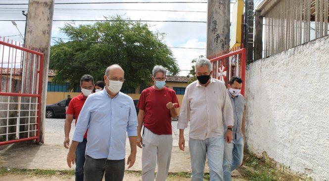 Paulão destina recursos para saúde pública de Penedo e prefeito mostra resultados dos investimentos