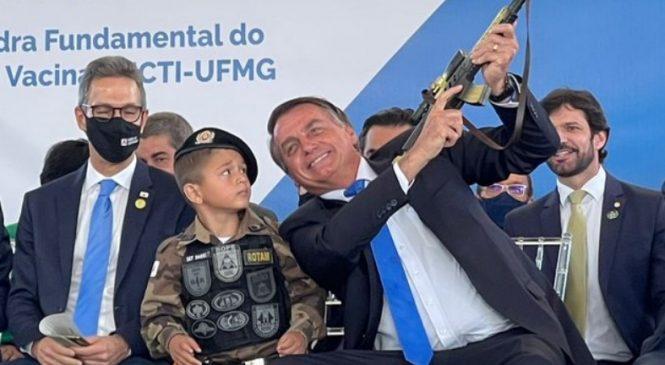 Vídeo: Bolsonaro é vaiado e chamado de genocida e vagabundo durante discurso em BH
